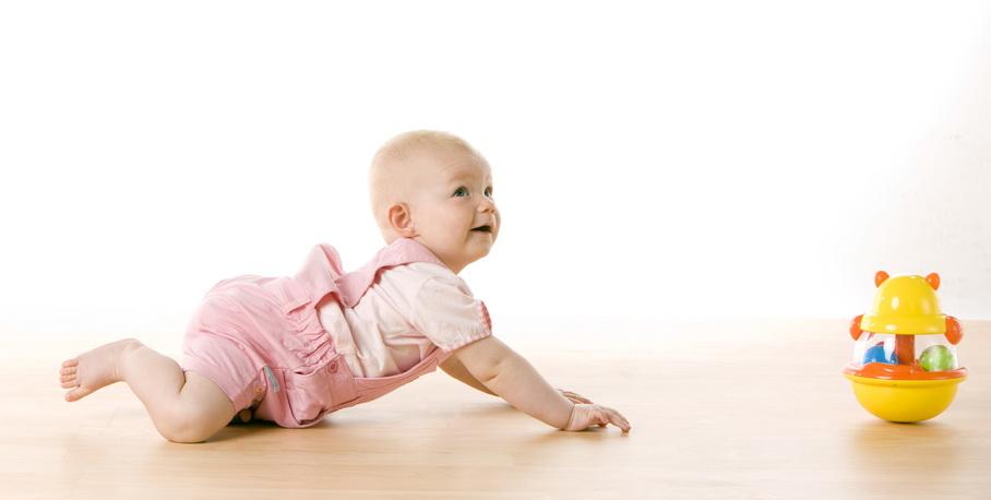 Девочка на полу