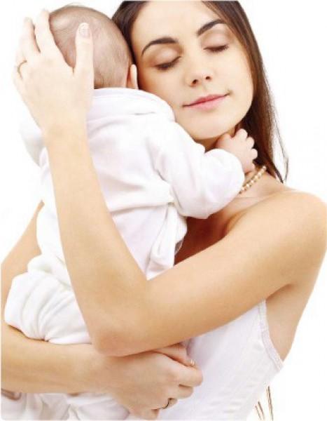 Грудничок лицом к маме