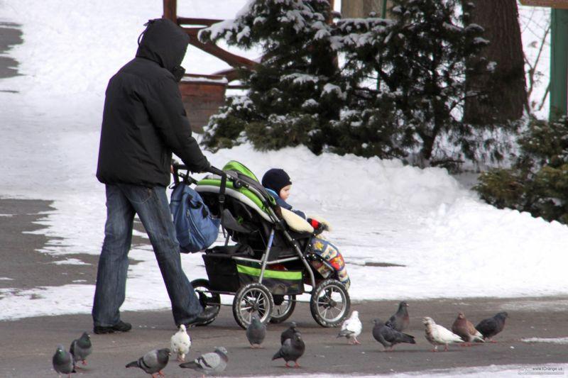 Прогулка зимой с ребенком