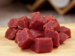 Мясо нарезано кубиками