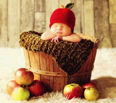 малыш в корзине