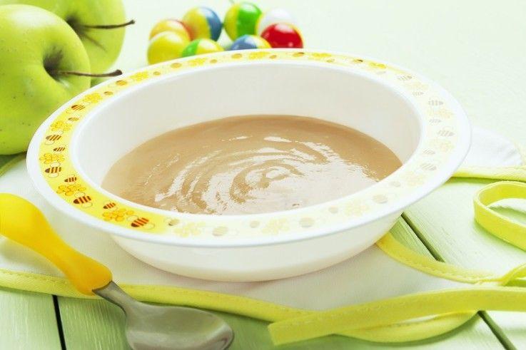 фруктовое пюре в тарелке