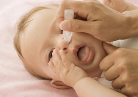 закапывание носа малышу