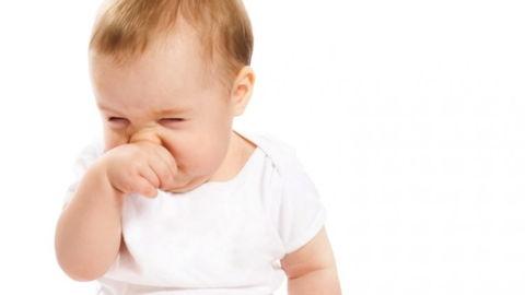 У грудничка заложен нос: причины и способы решения проблемы