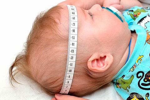 измерение окружности головы ребенка