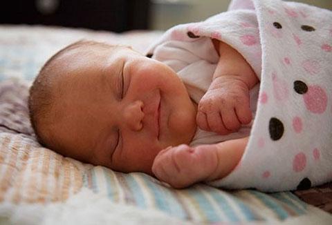 грудничок во сне улыбается