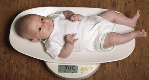 Стоит ли тревожиться, если грудничок плохо набирает вес?