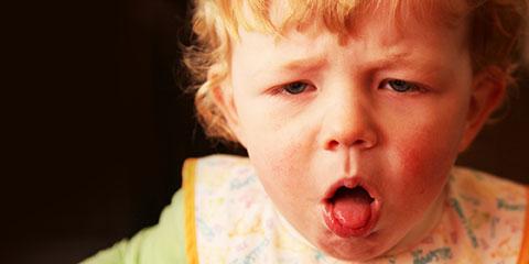 Ларингит – опасное воспаление гортани у грудничка. Как распознать болезнь и вовремя оказать помощь малышу?