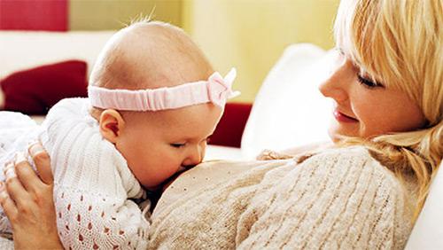 Признаки, по которым мама может понять, наедается или нет младенец грудным молоком