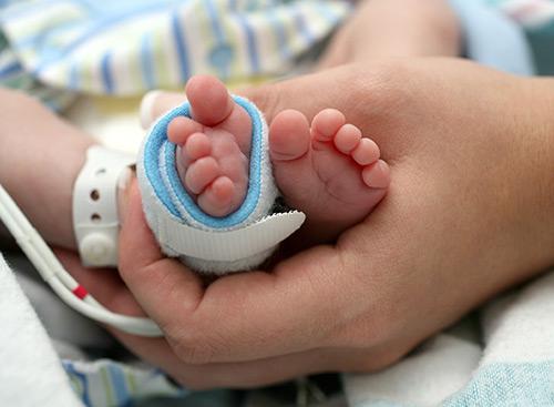 ножки новорожденного