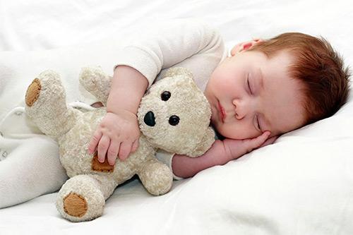 сон с игрушкой
