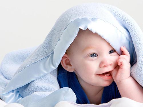 грудничок под одеялом