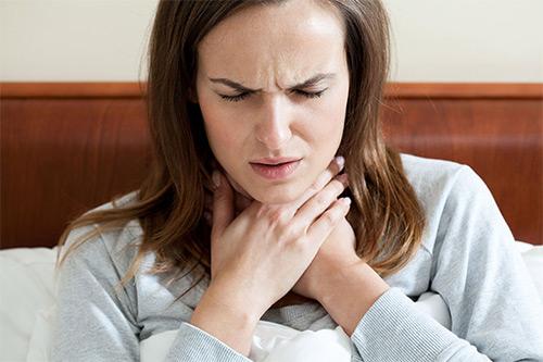 Разрешено ли применять ингалипт при лечении заболеваний горла у кормящей мамы?