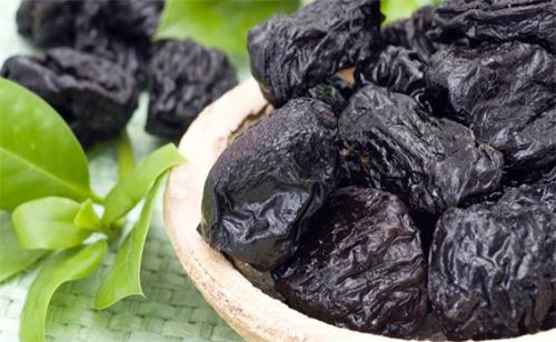 Разрешен ли чернослив мамам, которые кормят малыша грудью? Как выбрать самый лучший чернослив, как его приготовить и употреблять?