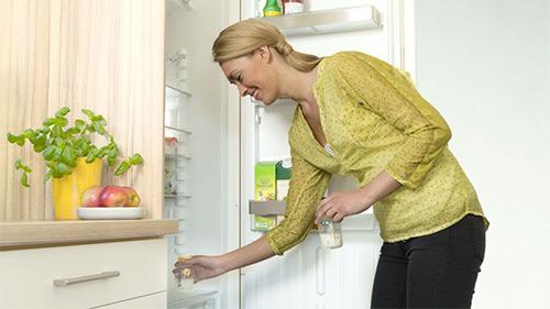 хранение молока в холодильнике