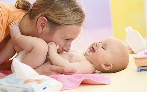 Пупочный свищ у грудничка: причины и стадии заболевания, а также методы лечения