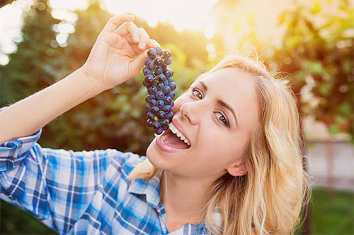 Виноград при грудном вскармливании: можно или нет? Какие сорта разрешено употреблять кормящей маме, а какие категорически нет?