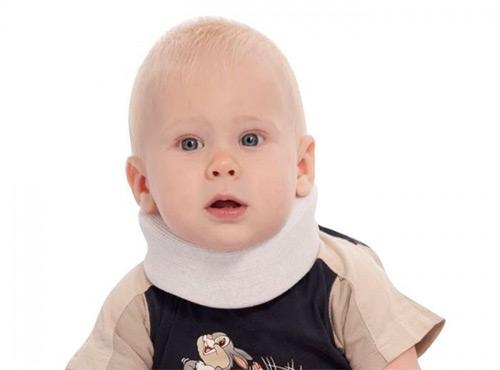 Все о воротнике Шанца для грудничков: когда назначает врач, как правильно носить, подбирать размер, одевать и ухаживать за воротником?