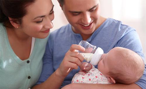 Каким бутылочкам для кормления новорожденных отдать предпочтение? Сравниваем производителей, материалы изготовления, разнообразные формы