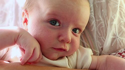 О чем говорит тремор подбородка, рук, ног, губ у грудничка. Норма или патология? Когда родителям стоит обратиться к врачу?