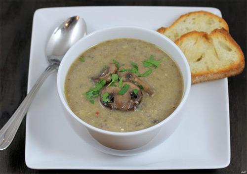 Разрешено ли маме на грудном вскармливании употреблять в пищу грибной суп? Мнение врачей