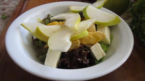 Салат из груши с брынзой