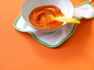 Пюре из моркови в тарелке