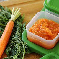 Морковное пюре в контейнере