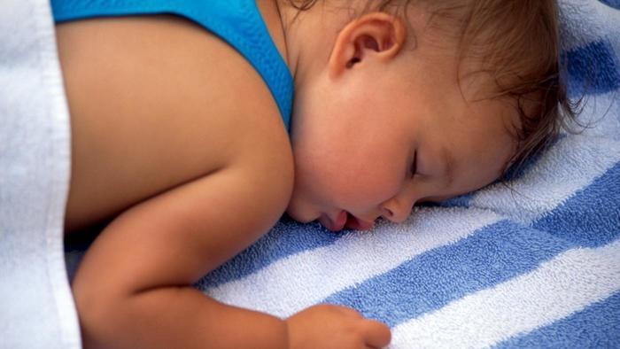 Причины повышенного потоотделения грудничка