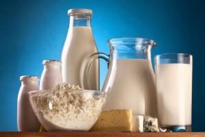 Молоко в разной посуде
