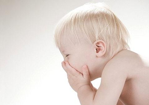 малыш чихнул