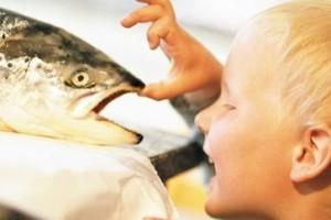 ребенок и рыба