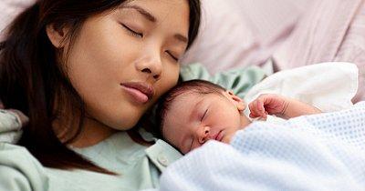 новорожденный и мама