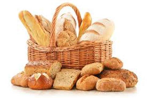 хлеб разный в корзине