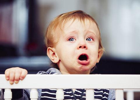 Причины плача новорожденных мальчиков и девочек во время мочеиспускания