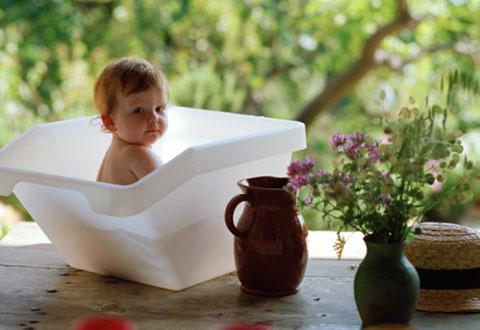 грудничок в ванночке