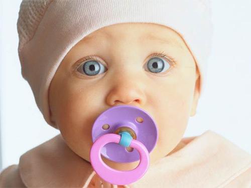 Не повлияет ли пустышка на грудное вскармливание новорожденного малыша? Можно ли давать соску грудничку?