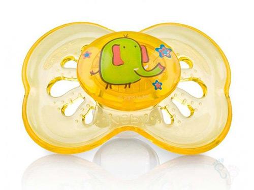 Как сделать так, чтобы новорожденный ребенок стал брать пустышку? Надо ли заставлять? Выбор формы и материала соски. Полезные советы родителям.