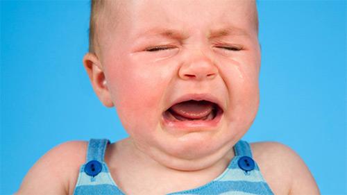 Основные причины, по которым грудничок может капризничать и не спать целый день, плохо засыпать. Как помочь малышу? Советы молодым родителям
