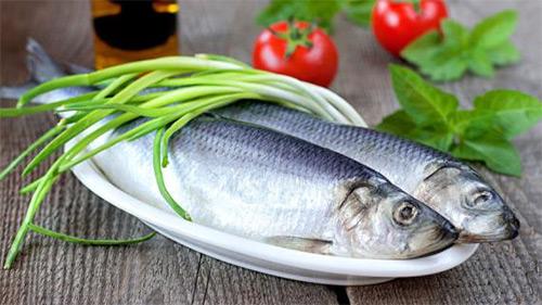 Грудное вскармливание и селедка: можно ли мамочке кушать соленую рыбку, а также салат «сельдь под шубой»?