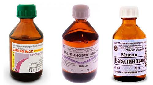 Способы применения вазелинового масла у грудничков: для очищения носика, избавления от запоров, при себорейных корочках, для ухода за новорожденными девочками