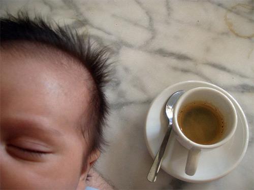 Все «за» и «против» употребления различных видов кофе кормящими мамами. Как напиток может повлиять на малыша?