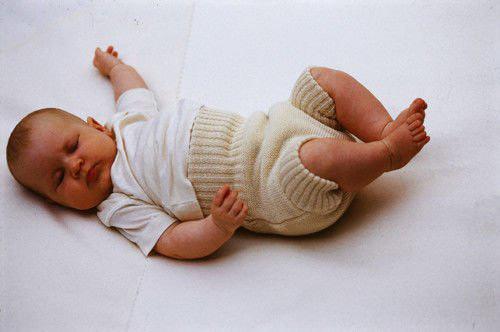 ребенок в натуральном подгузнике