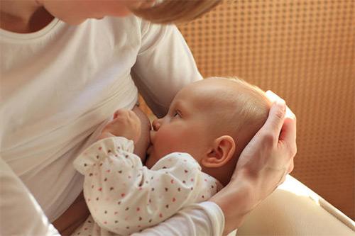 кормление грудничка грудью