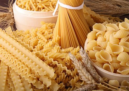 Может ли женщина, кормящая грудью ребенка, кушать макароны? Какой вид макарон выбрать, чтобы не набрать лишний вес и обогатить рацион полезными элементами?