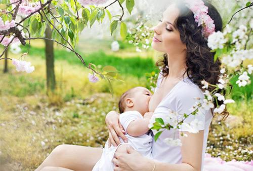 кормление грудью малыша