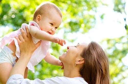 О чем может говорить запах изо рта у новорожденного? Что необходимо знать родителям?