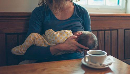 Полезен или вреден черный чай для кормящей мамы? Как напиток влияет на лактацию?