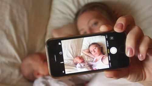 Как помочь грудничку, если ему на голову уронили мобильный телефон? Стоит ли волноваться родителям и вызывать врача?