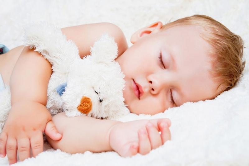 Когда ребенку можно спать на подушке: нужна ли подушка грудничку и с какого возраста можно использовать